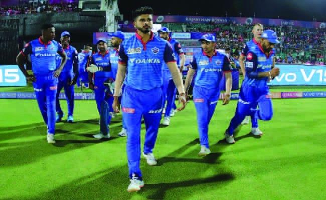 Delhi Capitals(DC) walking to play the match.