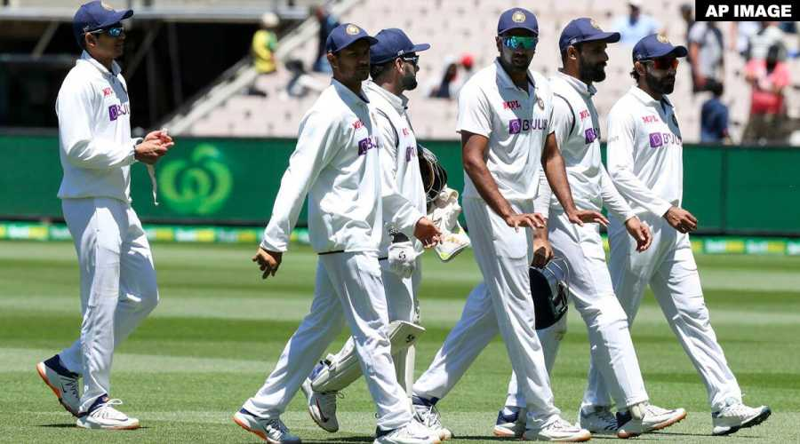 Team India to travel to Sydney together including five isolated players